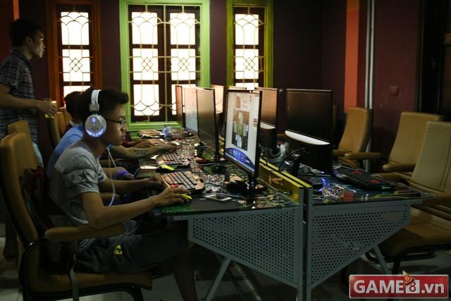 Vi hành quán net: AZ Gaming Center đập chuột thoải mái khi trang bị 2 chuột trên 1 máy tính - ảnh 2