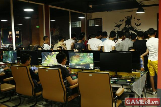 Vi hành quán net: AZ Gaming Center đập chuột thoải mái khi trang bị 2 chuột trên 1 máy tính - ảnh 7