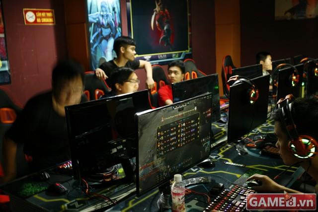 Vi hành quán net: AZ Gaming Center đập chuột thoải mái khi trang bị 2 chuột trên 1 máy tính - ảnh 8