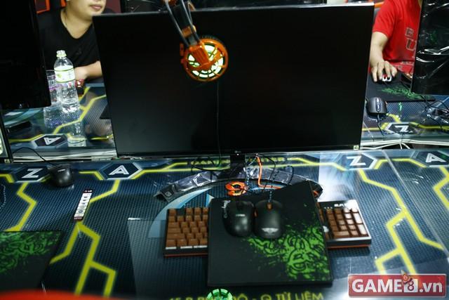 Vi hành quán net: AZ Gaming Center đập chuột thoải mái khi trang bị 2 chuột trên 1 máy tính - ảnh 9