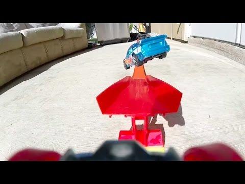 Kinh ngạc với màn trình diễn  nhào lộn như trong Fast & Furios khi xe đua đồ chơi được gắn goPro
