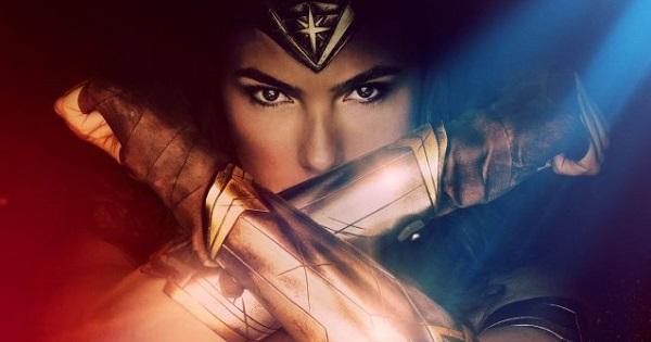 Chị đại Wonder Woman dùng tay đỡ đạn trong trailer mới nhất