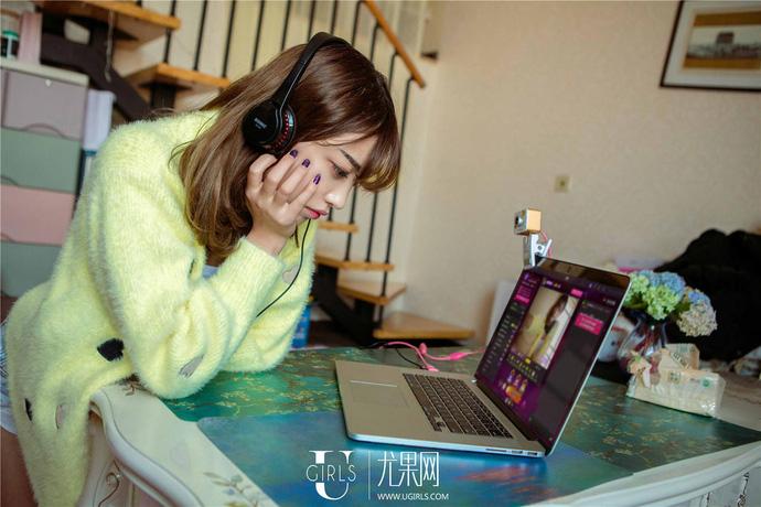 Cận cảnh một ngày làm việc của một nữ streamer xinh đẹp - ảnh 9