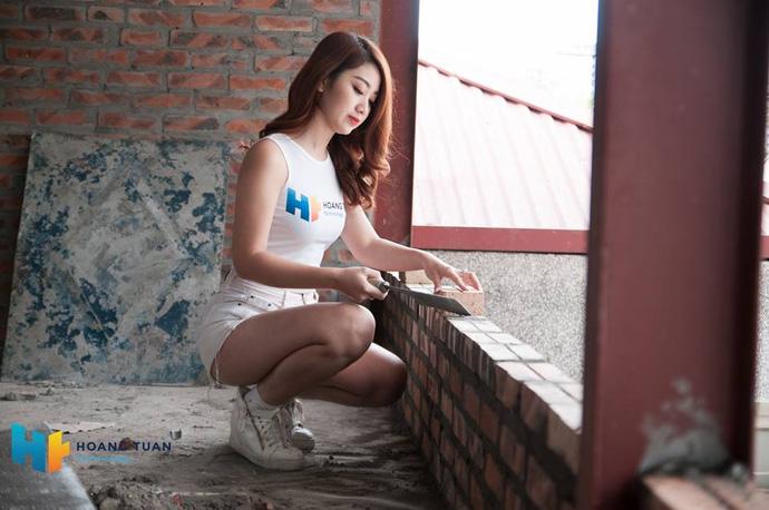 Kỳ lạ dịch vụ lắp đặt quán net thuê cả hotgirl để ngồi...trát vữa - ảnh 1