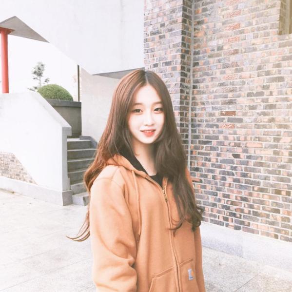 Chiêm ngưỡng em gái Hàn Quốc có vẻ đẹp xinh hết cả phần người ta
