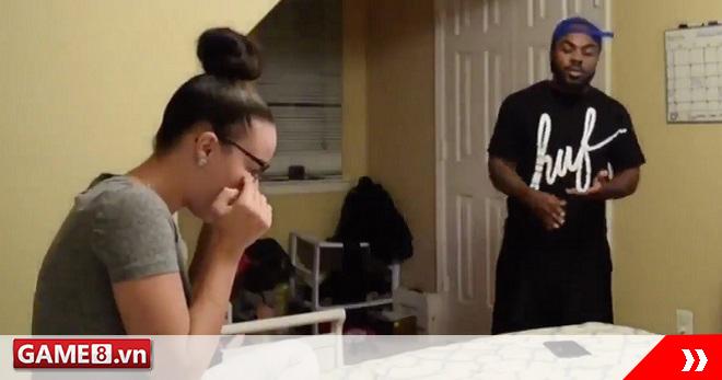 Thanh niên tống cổ bạn gái ra đường chỉ file save game bị xóa mất