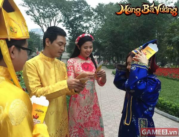 Lộ clip MC Phan Anh và Hoa hậu Ngọc Hân chúc Tết cộng đồng Mộng Bá Vương cực hài hước