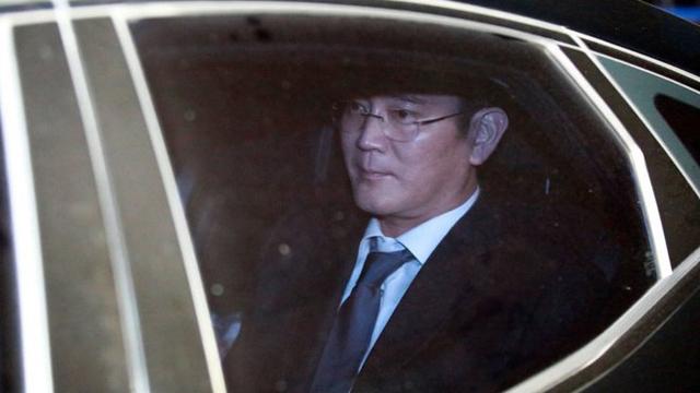 Phó chủ tích tập đoàn Samsung chính thức bị bắt giữ