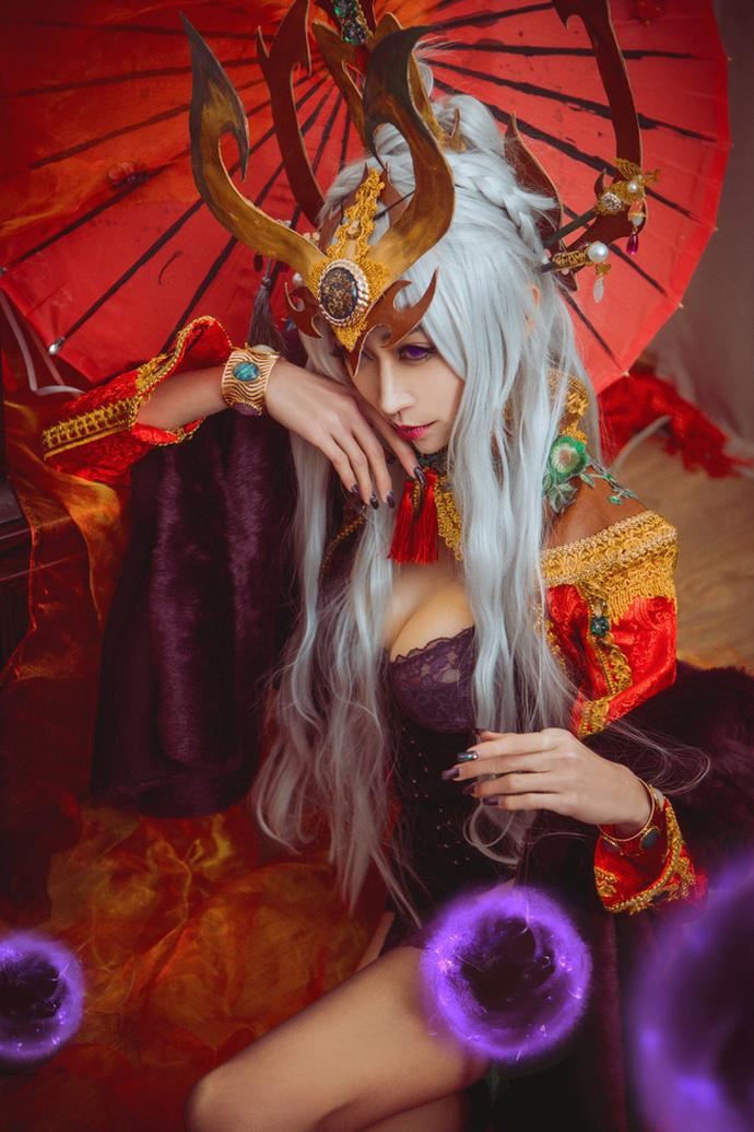 Chảy máu mũi với cosplay đẹp ngất ngây của Syndra và Akali