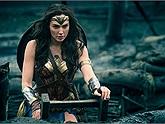 Gánh cả vũ trụ điện ảnh song thù lao của Wonder Woman lại thấp đến khó tin