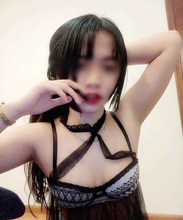 Hot girl 2k3 livestream vén áo khoe vòng 1, facebook thì dày đặc hình ảnh nóng cỡ này - ảnh 3