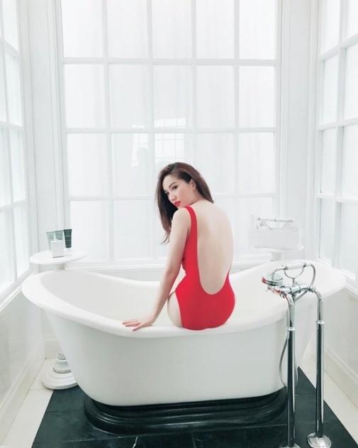 Tỉnh cả ngủ với ảnh bán nude gợi cảm của mỹ nhân Việt trong bồn tắm - ảnh 2
