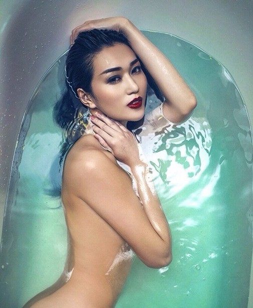 Tỉnh cả ngủ với ảnh bán nude gợi cảm của mỹ nhân Việt trong bồn tắm - ảnh 3
