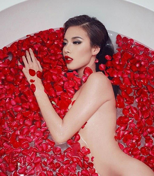 Tỉnh cả ngủ với ảnh bán nude gợi cảm của mỹ nhân Việt trong bồn tắm - ảnh 5