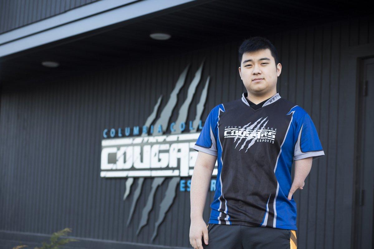 LMHT Dù bị khuyết tật cụt 1 tay nhưng game thủ MistyStumpey vẫn leo top thách đấu và thi đấu chuyên nghiệp tại Bắc Mỹ