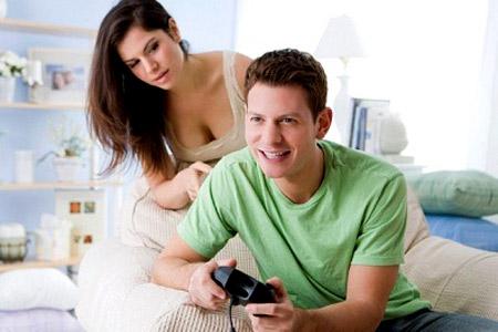 Chồng suốt ngày ham chơi điện tử
