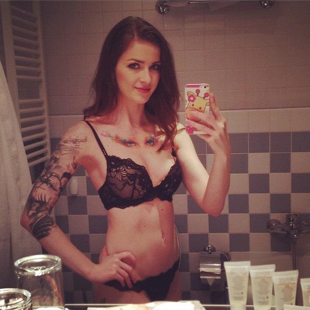 Siêu sao phim người lớn Abigaile Johnson thú nhận mình là Fan cuồng của  DOTA 2